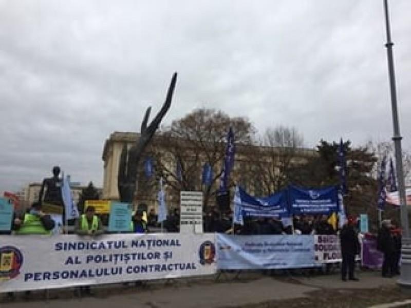 Politistii si gardienii au huiduit Guvernul, in timp ce ministrii UE se afla la Bucuresti: Hotii! Justitie, nu coruptie!