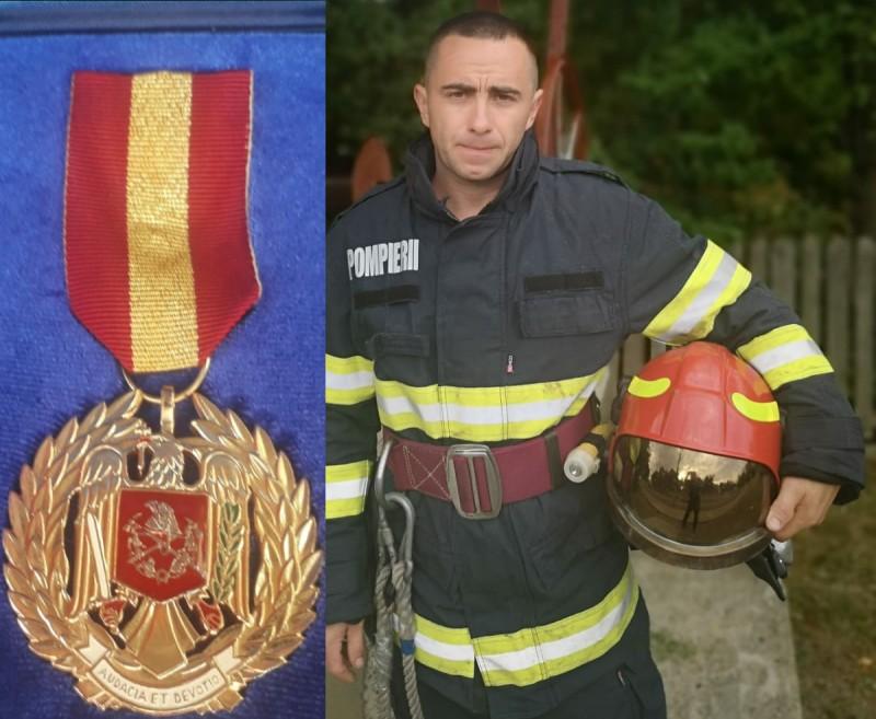"""Pompier decorat de MAI cu """"Emblema de onoare a IGSU"""""""