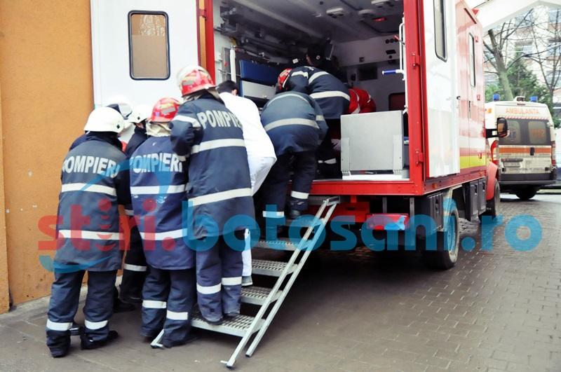 Pompieri chemați în ajutor pentru un botoșănean care cântărește peste 200 de kilograme!