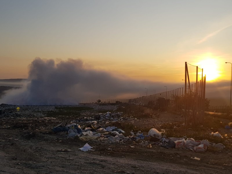 Pompierii au luptat toată noaptea cu flăcările! Incendiul de la groapa de gunoi încă nu a fost stins! Galerie Foto!