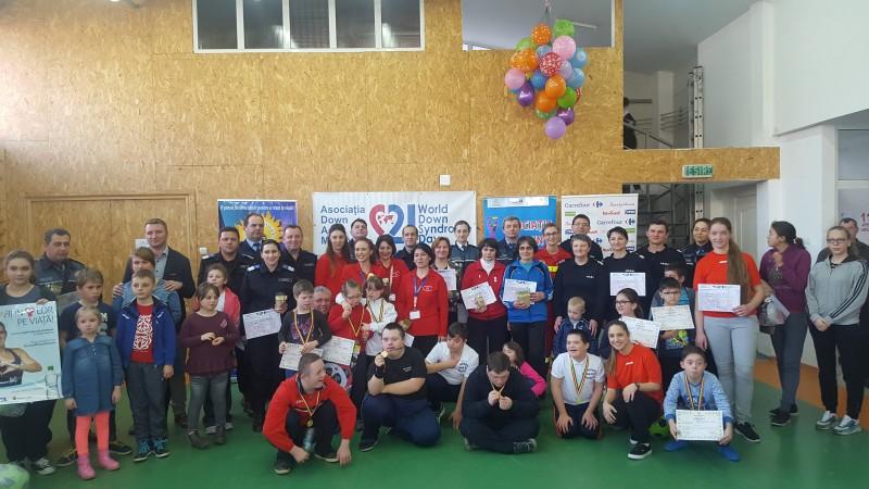 Pompierii botoşăneni, alături de copiii cu sindrom down - FOTO