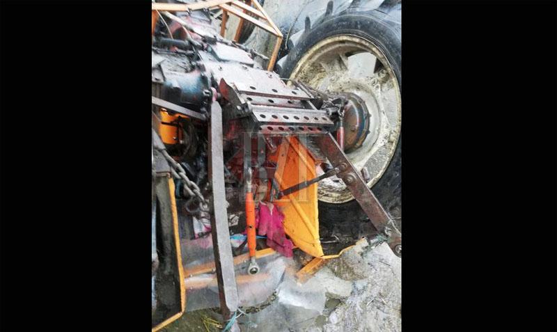 Pompierii de la Botoșani au intervenit pentru a salva viața unui om prins sub un tractor în Plugari, județul Iași