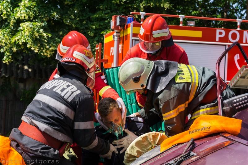 Pompierii din șase județe se întrec la Botoșani, în cadrul Competiției de descarcerare și acordare a primului ajutor calificat!