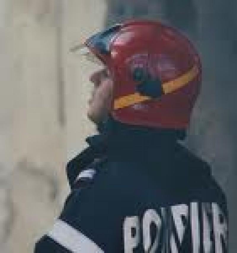 "Pompierul CONSTANTIN POSTEUCA: ""Dupa potop, mi-am salvat doar uniforma militara!"""