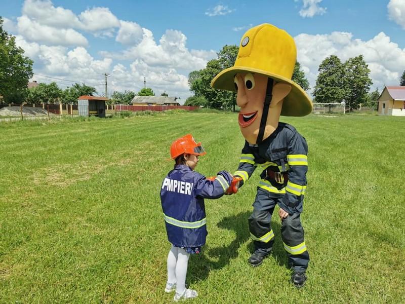Pompierul SAM, prietenul copiilor, ajunge săptămâna viitoare într-o comună din Botoșani