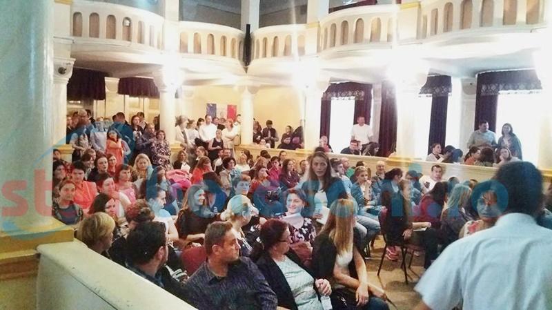 Aglomerație la împărțirea posturilor rămase vacante în școlile botoșănene - FOTO