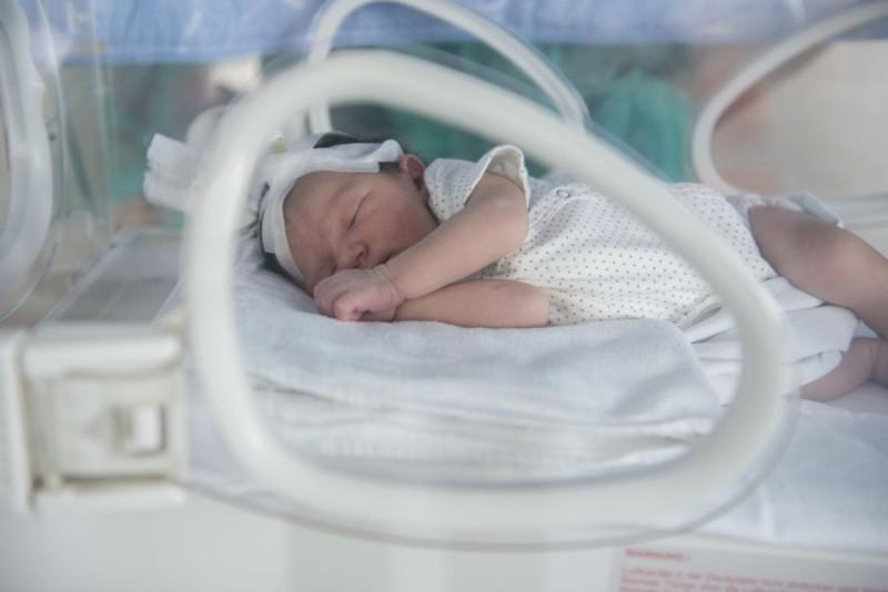 """Poveste cu final fericit la Spitalul """"Mavromati"""": doi bebeluși născuți prematur au învins moartea"""