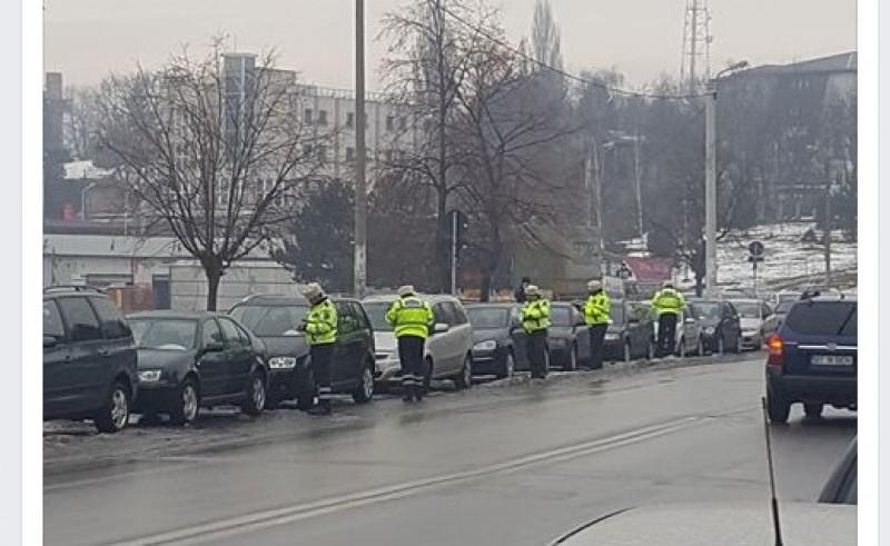 """POZA ZILEI! Amenzi pentru șoferii care și-au parcat mașinile pe """"interzis""""!"""