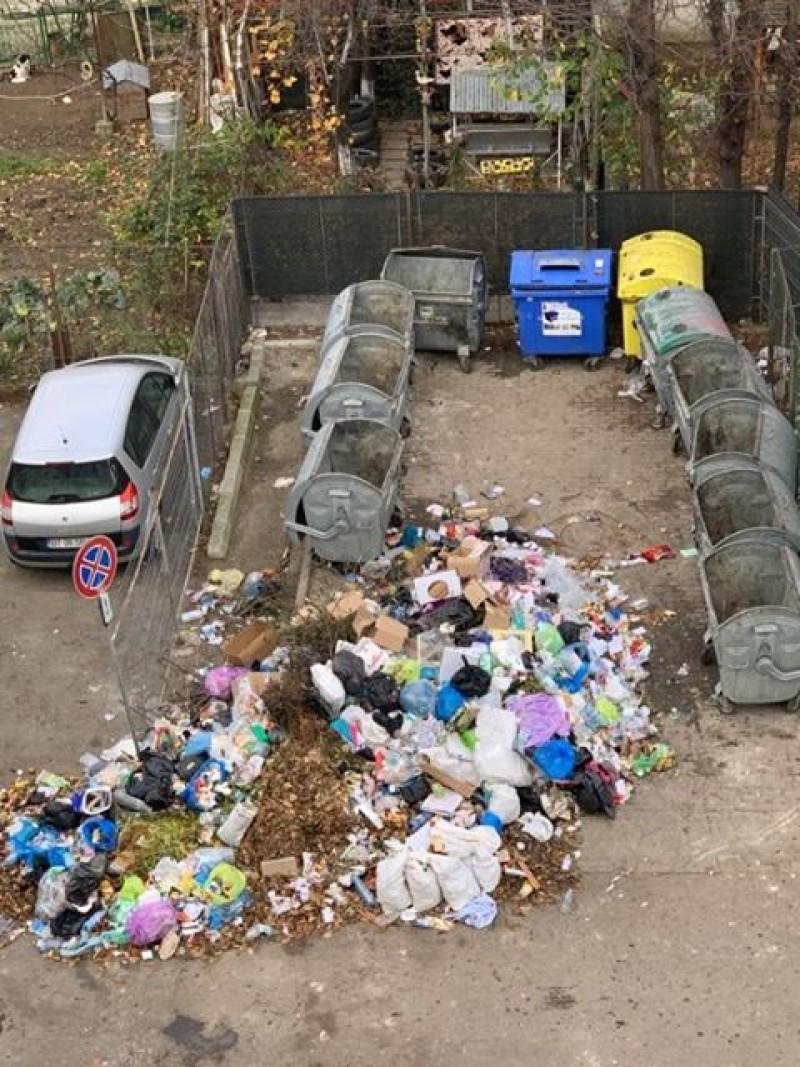 Poza zilei: Așa arată ignoranța, la câteva minute de la plecarea angajaților Urban Serv