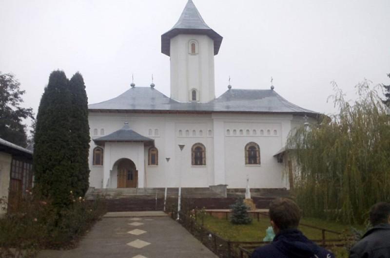 Prăznuirea Hramului Icoanei Făcătoare de Minuni a Sfântului Ioan Botezătorul la o mănăstire din județul Botoșani