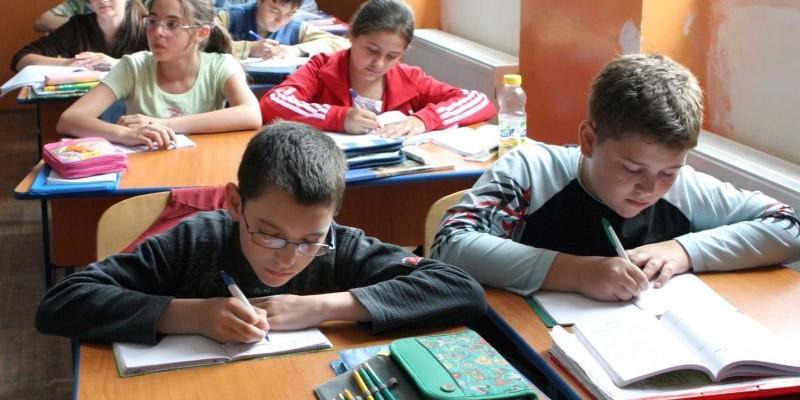 PRECIZĂRILE Ministerului Educaţiei: Cursurile noului an școlar încep pe 12 septembrie, cu festivitatea de deschidere!