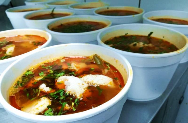 Prefectul Dan Nechifor a cerut primarilor să verifice dacă persoanele defavorizate chiar primesc mâncarea caldă plătită de Uniunea Europeană