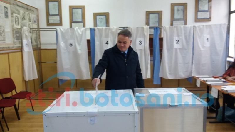 """Prefectul Dan Nechifor: """"Am votat pentru copiii noştri, să nu mai plece în străinătate"""" FOTO"""