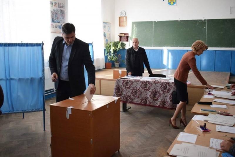 """Prefectul Dan Șlincu: """"Am votat așa cum ar trebui să facă toți românii, pentru a-și exercita un drept constituțional"""" - FOTO"""