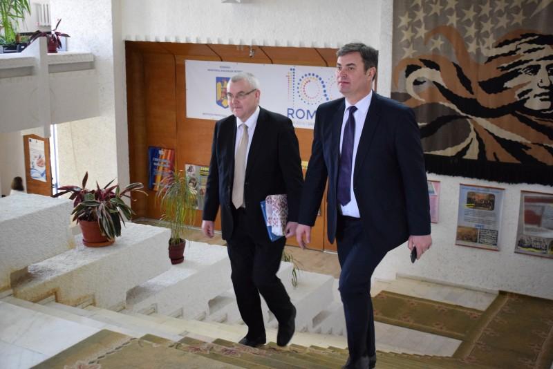 Prefectul Dan Şlincu şi directori de instituţii deconcentrate, întâlnire cu Ambasadorul Republicii Belarus! FOTO