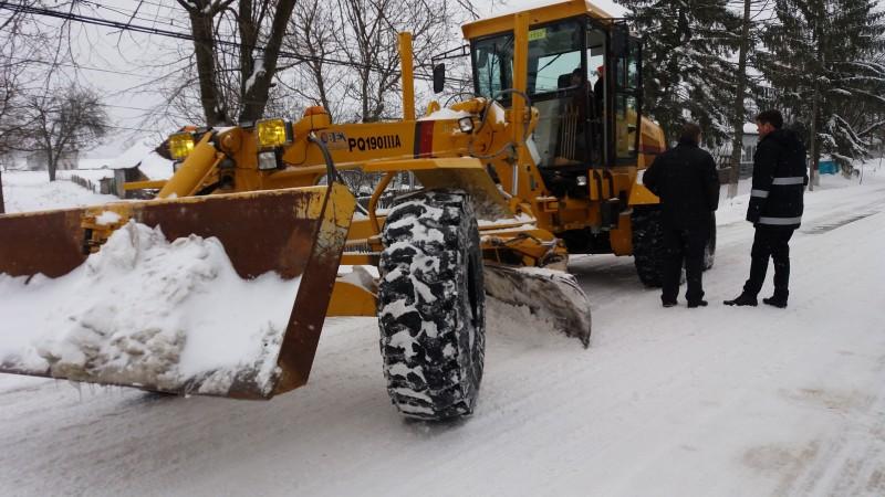 Prefectul de Botoșani, în teren cu şeful de la Drumuri Naţionale. Mobilizare pentru deszăpezire! FOTO