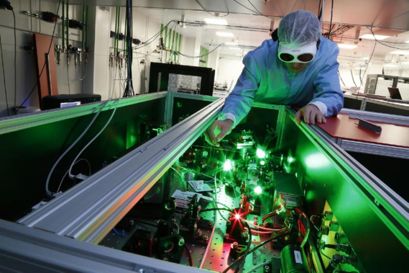 Premieră în cercetarea mondială: Laserul de la Măgurele a atins puterea maximă pentru care a fost proiectat și este cel mai puternic din lume!
