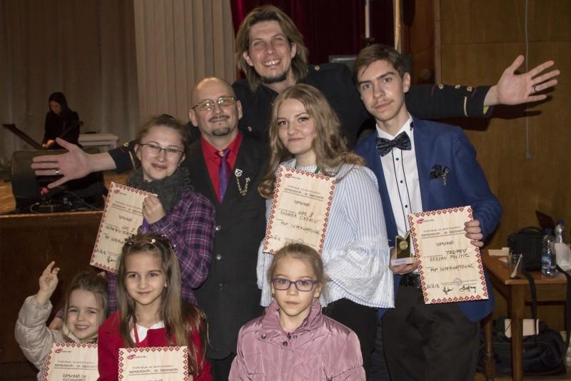 Premii la concursuri internaționale pentru elevii secției canto muzică ușoară de la Școala Populară de Arte Botoșani! FOTO