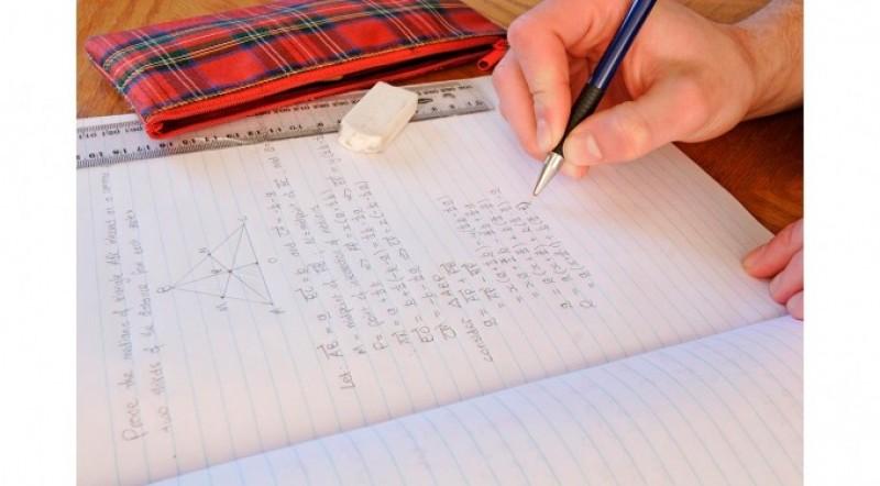 Premii obţinute de elevi botoşăneni la un concurs de matematică