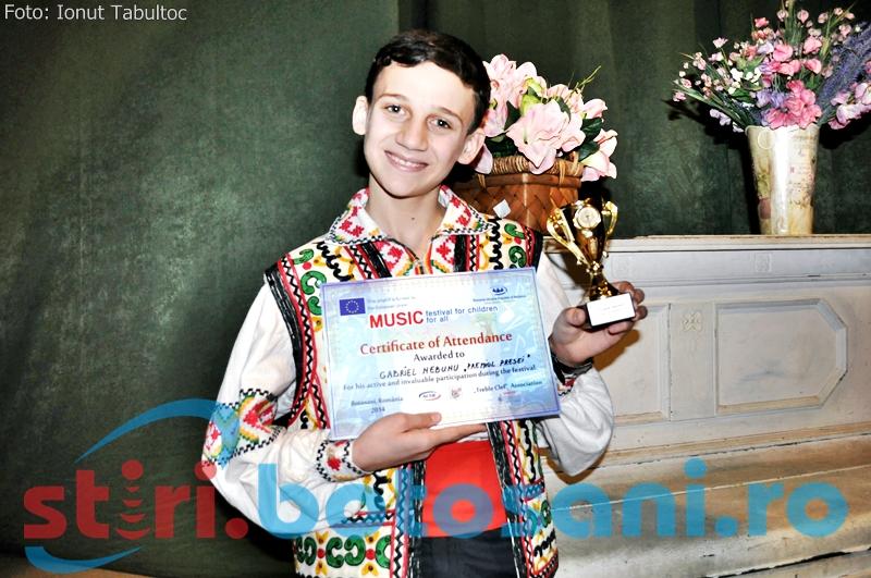 "PREMIUL PRESEI! Gabriel Nebunu, moldoveanul ""nebun"" dupa muzica si voie buna s-a indragostit de Botosani: ""Eu as sta aici si nu m-as mai duce acasa"""