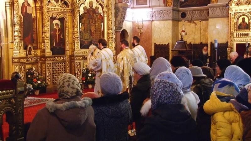 Preoții cer Guvernului să nu închidă bisericile de Crăciun