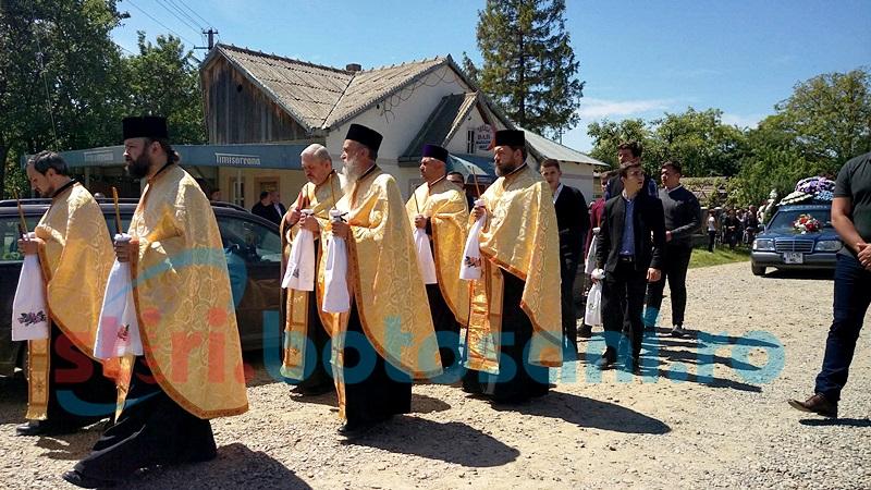 Preotul Ioan Ungureanu de la Schit Orăşeni a refuzat accesul în biserică al preoţilor care să oficieze slujba de înmormântare a fostului primar! FOTO, VIDEO