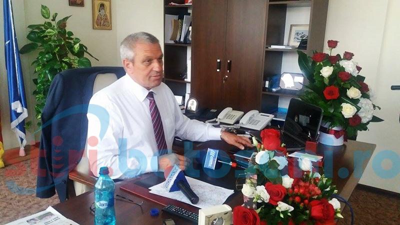 Președintele CJ, Costică Macaleți, își serbează ziua de naștere la birou-FOTO
