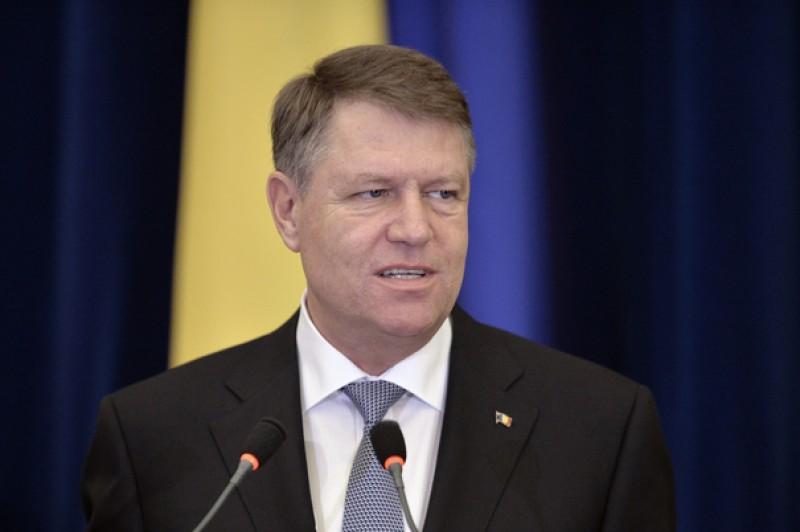 Preşedintele Iohannis, scos din emisia LIVE a unui post de radio românesc după o pauză de vorbire prea lungă!