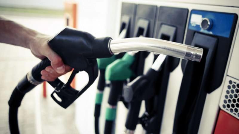 Prețul benzinei a scăzut sub 5 lei pe litru la mai multe benzinării din țară