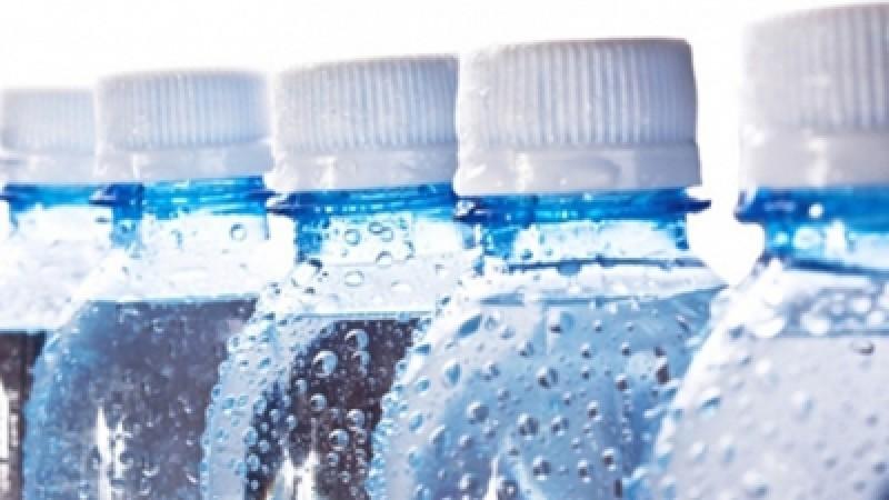 Prețurile apei îmbuteliate se vor majora cu 20%. Pe cine dau vina producătorii