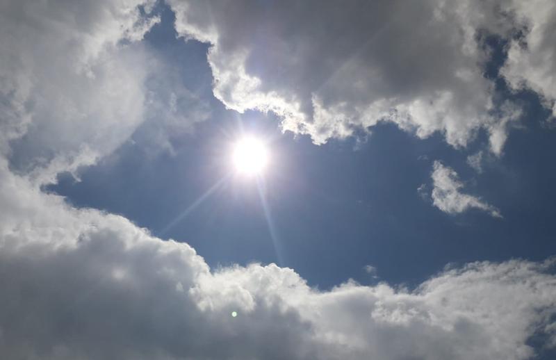 Prima eclipsă de soare din acest an a debutat și este vizibilă și la Botoșani - VIDEO