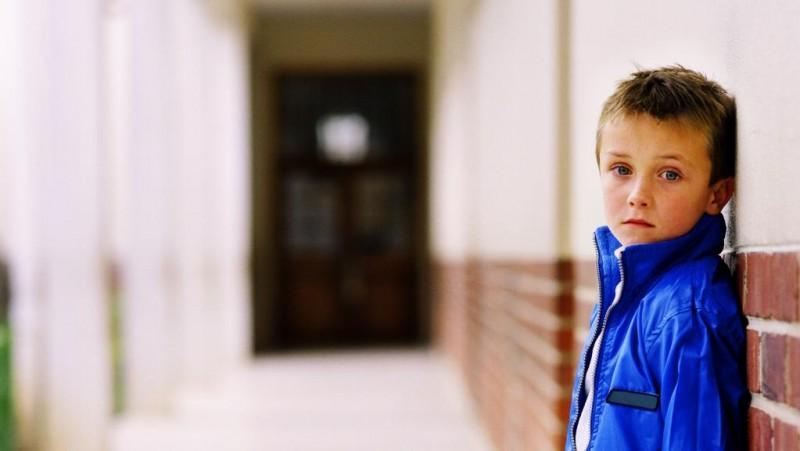 """Prima zi de școală, suferința copiilor cu părinții plecați la muncă în străinătate. """"În dimineaţa în care mama sa a plecat la munca în Italia, a fugit de la şcoală"""""""