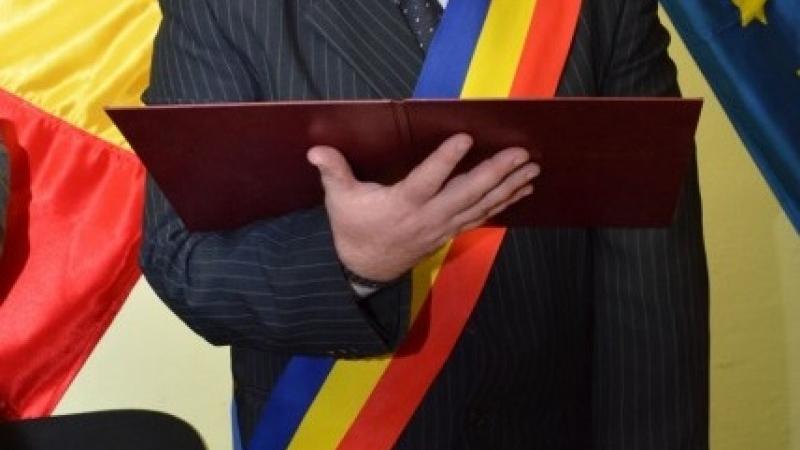"""Primar botoşănean declarat """"incompatibil"""" de instanţa supremă"""