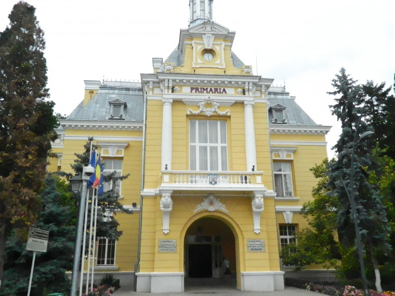 Primăria Botoşani nu urmează exemplul Consiliului Judeţean privind salariile. Flutur: De abia ne descurcăm cu salariile din prezent
