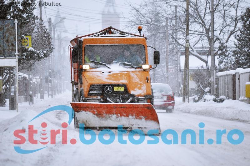 Primăria Botoşani: Se lucrează cu toate utilajele de deszăpezire din dotarea Urban Serv