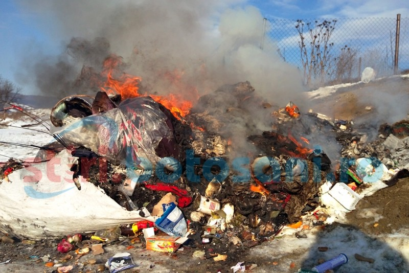 """Garda de Mediu Botoșani: """"Primăria Curtești riscă o amendă între 5.000 și 15.000 de lei"""", pentru gunoiul incendiat duminică! FOTO, VIDEO"""