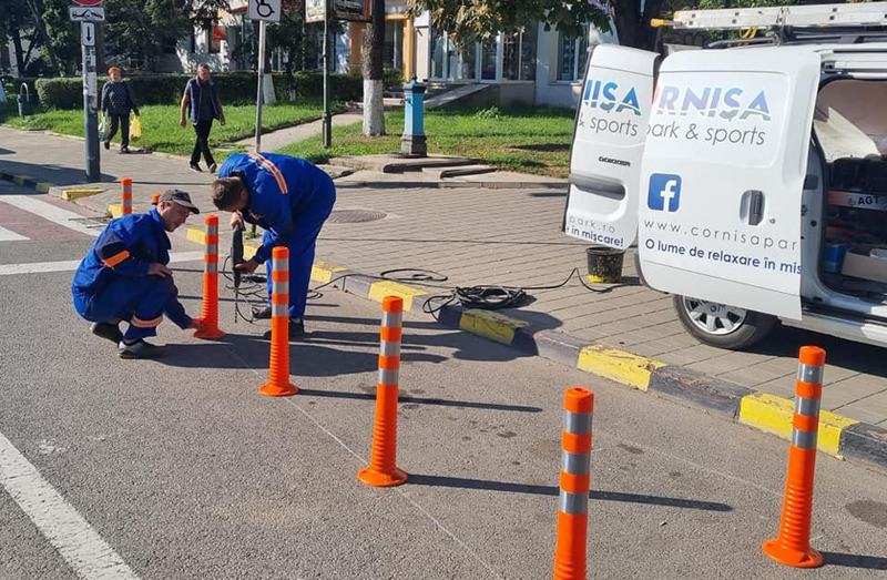 Primăria extinde proiectul de iluminat suplimentar, vopsea termoplastică și montare de stâlpișori înainte de trecerile de pietoni în tot municipiul Botoșani