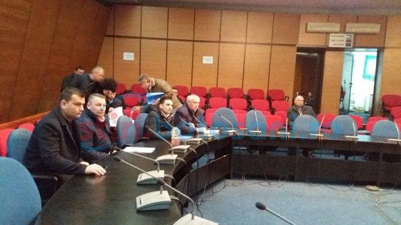 """Primarii din județ au spus """"pas"""" ședinței în care trebuia aprobată majorarea tarifului la apă"""