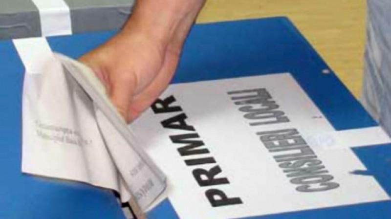 Primarii vor fi aleși în două tururi de scrutin