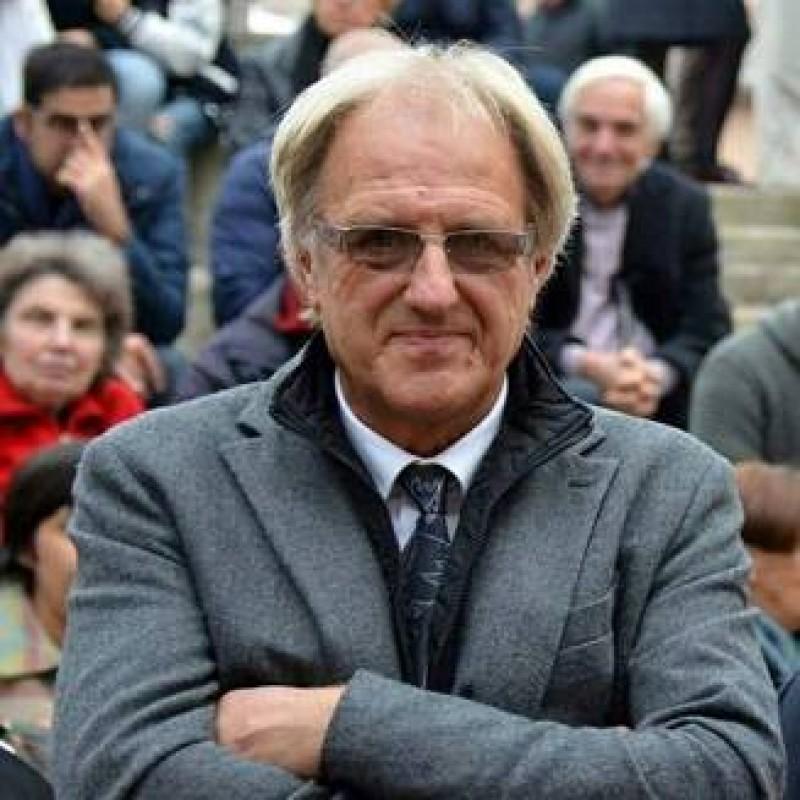Primarul care a promis 2.000 de euro oricui se muta in localitatea lui s-a razgandit: Va rog, opriti-va!