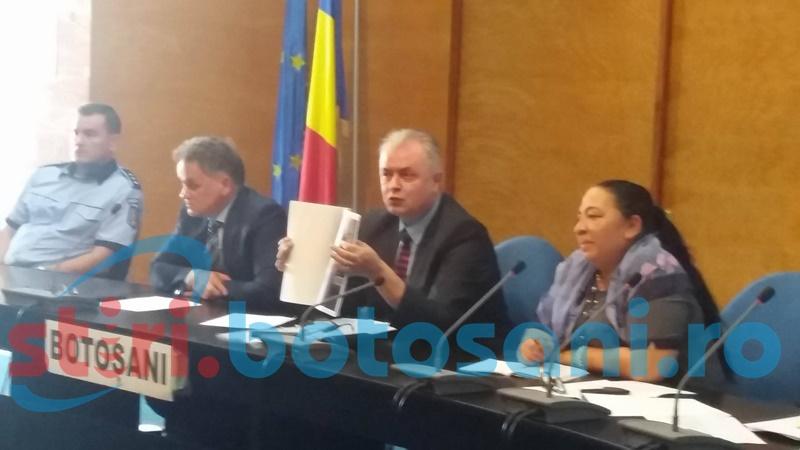 """Primarul Cătălin Flutur, către romi: """"O să ducem acțiunile până la capăt în zonele cu risc! Ați văzut români să se spele în fântâna arteziană?"""""""