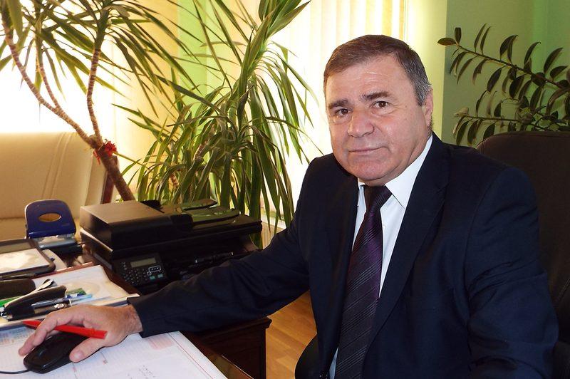 Primarul comunei Românești și-a motivat migrarea spre ALDE: voia cinci kilometri de asfalt și o sală de sport, dar PSD l-a ignorat