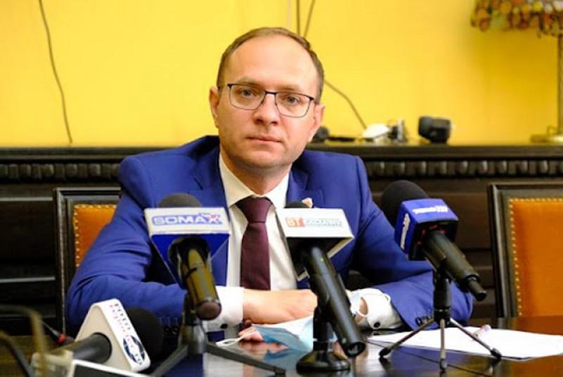 """Primarul Cosmin Andrei cere o întâlnire cu directorii de școli pe problema """"fondului clasei"""""""