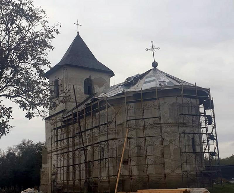 Primarul orașului Ștefănești, Florin Buțura, face un apel la populație pentru refacerea unei biserici construite de Ștefan cel Mare!