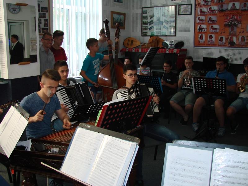Prin folclor, un viitor, un proiect dedicat tinerilor talentaţi din județul Botoșani!