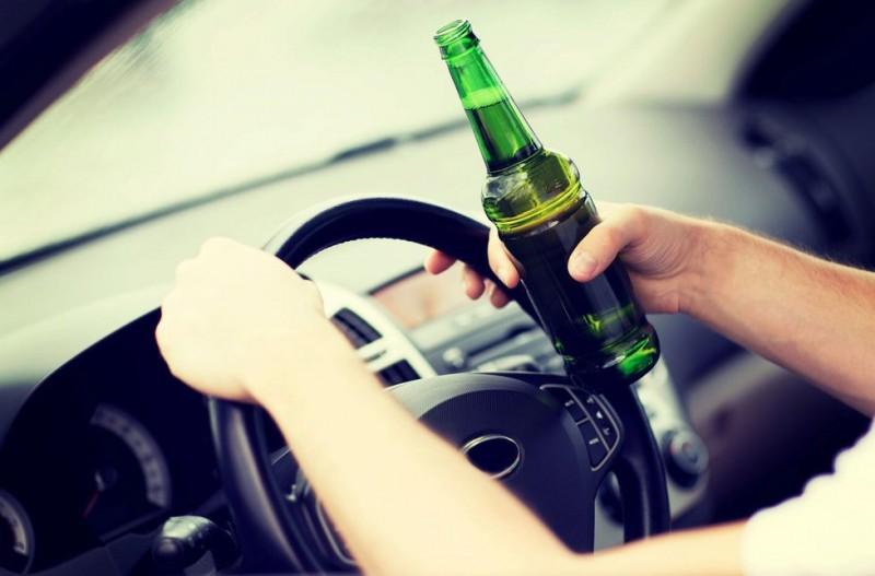 Prins la volan cu alcoolemie de 1,06 mg/l alcool pur în aerul expirat!
