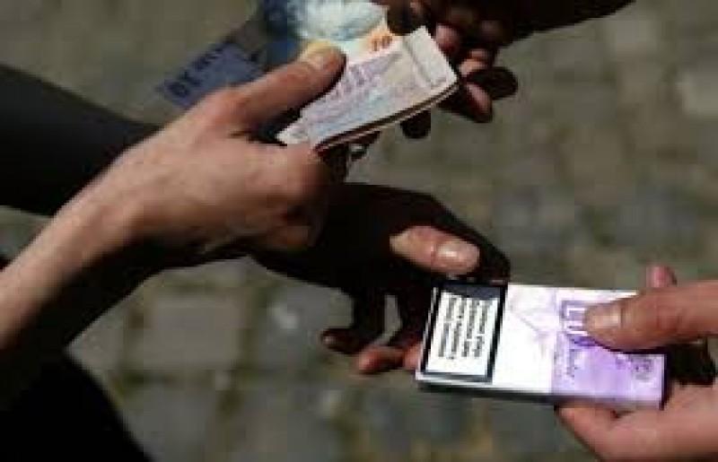 Prinsă în piață cu aproape 80 de pachete de țigări de contrabandă