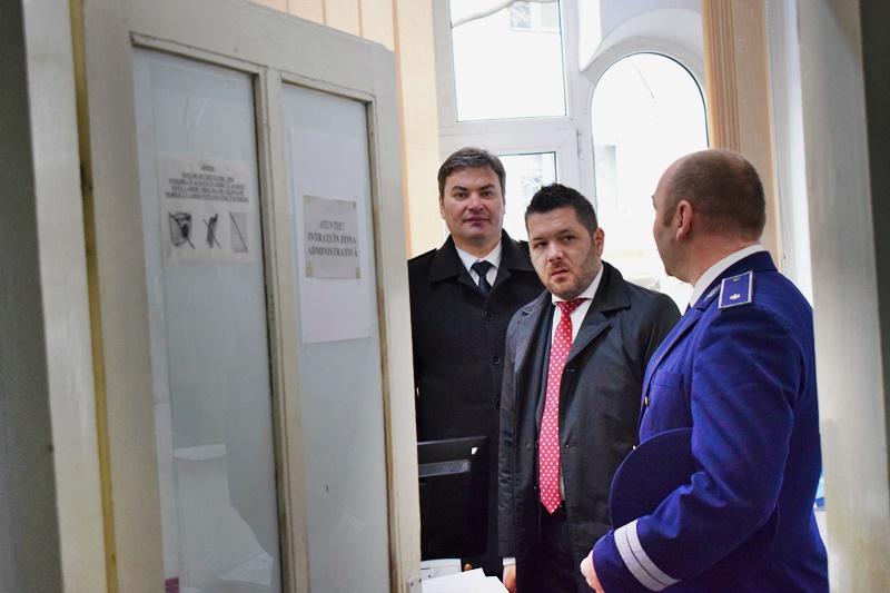 Problemele de la Serviciul Permise și Pașapoarte Botoșani, aduse în atenția secretarului de stat Mihai Chirica. Ce promisiuni s-au obținut! FOTO