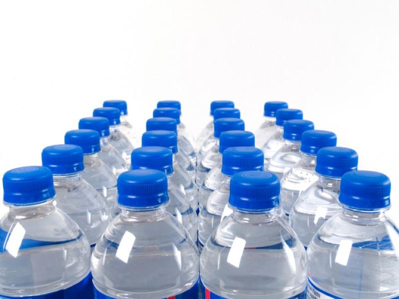 Problemele grave care apar în comercializarea apei. Președintele APC: Mulți ne vând sifon la preț de apă carbogazoasă!