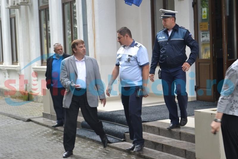 Profesor scos cu Poliţia din sediul ISJ!